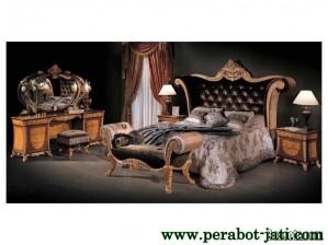 Set Kamar Tidur Mewah Modern Ukuran King Model Italy Style