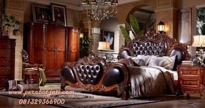Set Tempat Tidur Klasik Ukiran Mewah