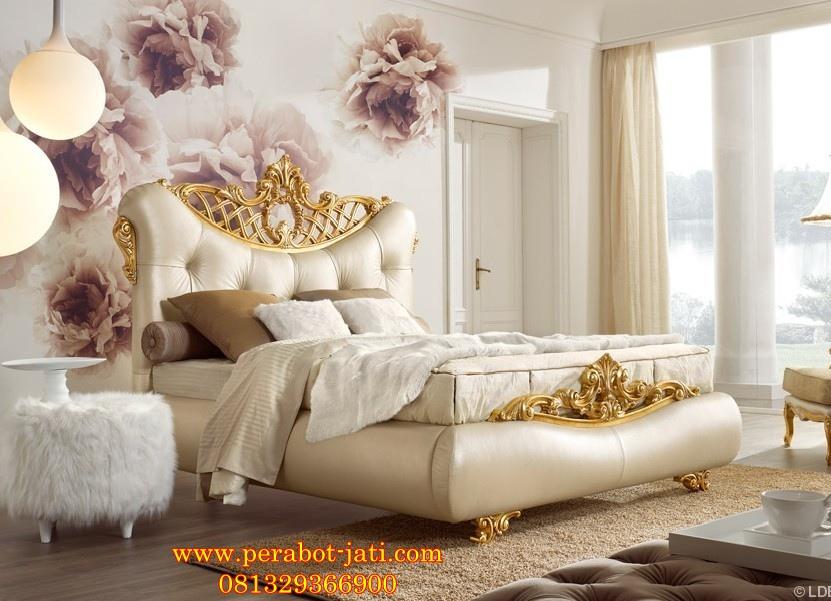Tempat Tidur Romantis Utama Ukir Gold Full Jok