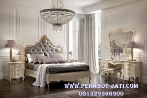 Set Tempat Tidur Kamar Mewah Romansa Klasik