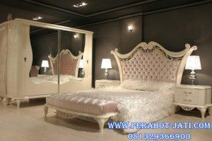 Set Tempat Tidur Elegan Desain Eropa Modern