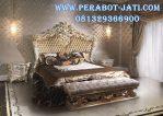 Satu Set Tempat Tidur Ukir Royal
