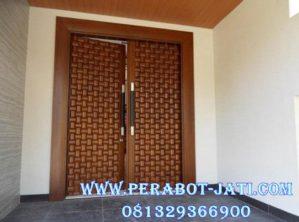 Desain Pintu Rumah Utama Minimalis Kupu Tarung Corak Anyaman Bambu